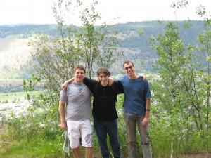 links Andrew, rechts Clonk-Karl und mein sonderbares Ich in der Mitte